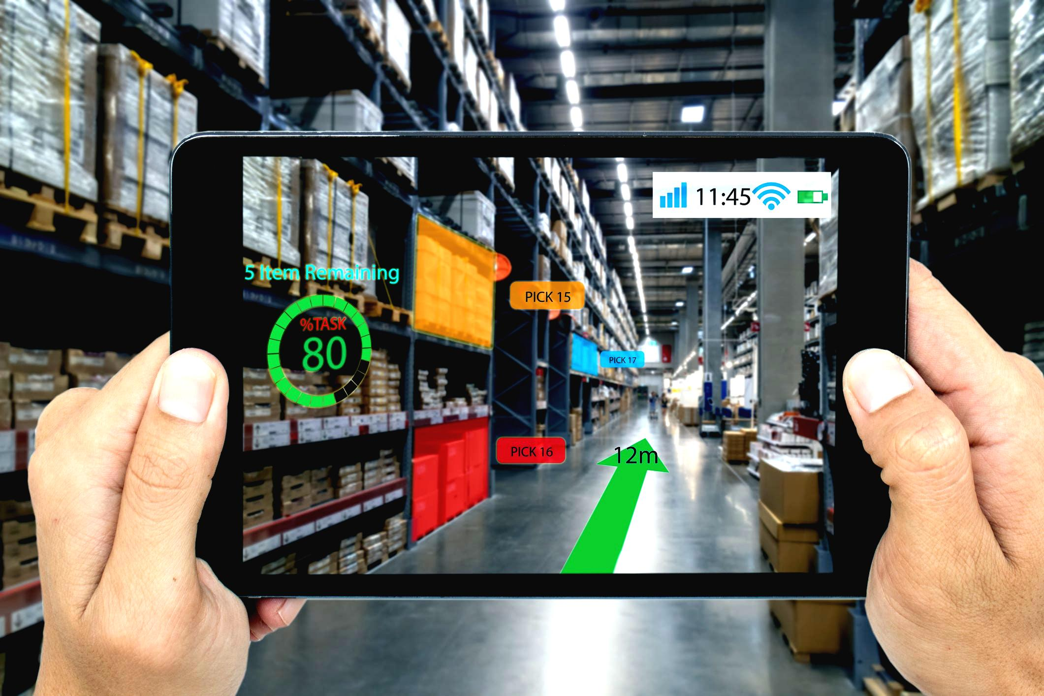 factory-worker-using-ar-